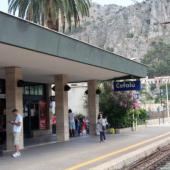 Sicilia Cefalu Train station
