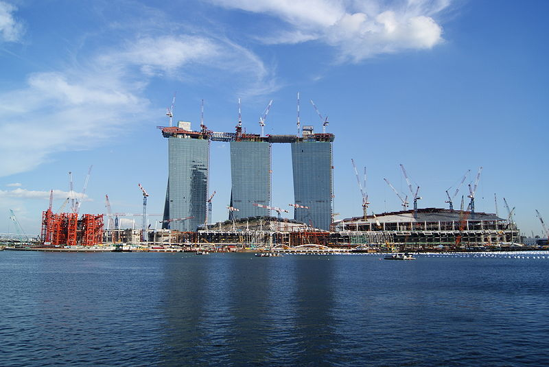 800px Overview of the Marina Bay Sands Under Construction
