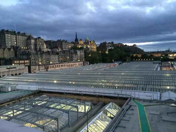 edinburgh waverley train station