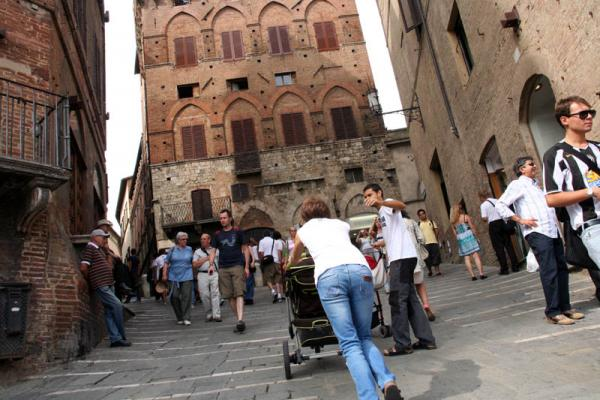 siena tourist children